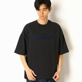 【WILDTHINGS/ワイルドシングス】FLOCKING LOGO Tシャツ/アドポーション(ADOPOSION)