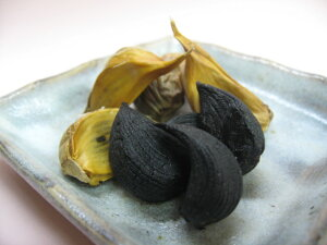 【青森県産にんにく使用】熟成 黒にんにく【200g入り】