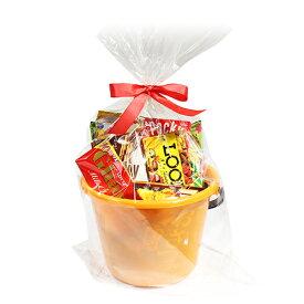 (地域限定送料無料) カルビー・グリコも入ったスナック&チョコレートいっぱいバケツ入りラッピングセット(10種・計16コ) B プチギフト (omtma5996k)