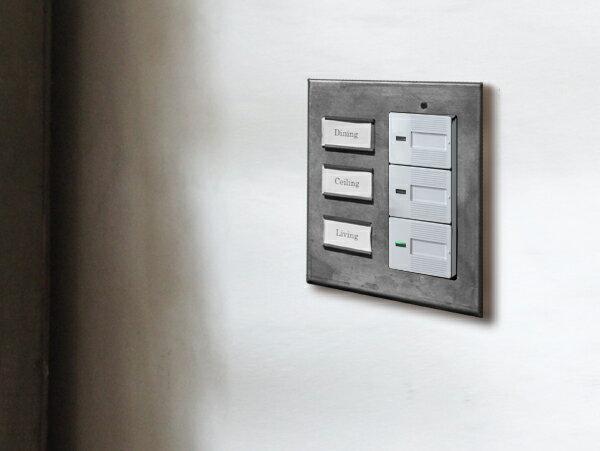 アイアン ネームプレート スイッチプレート ワイド マグネットのネームプレートで、オリジナルのスイッチプレートに ワイドタイプのスイッチに対応