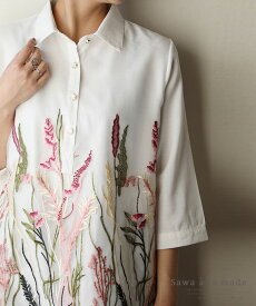 ナチュラルなボタニカル刺繍のシャツトップス レディース ファッション トップス ホワイト 7分袖 テールカット 春 秋 シャツ ボタニカル 刺繍 ナチュラル 30代 40代 50代 60代 サワアラモード sawaalamode otona 大人 kawaii 可愛い 洋服 かわいい服