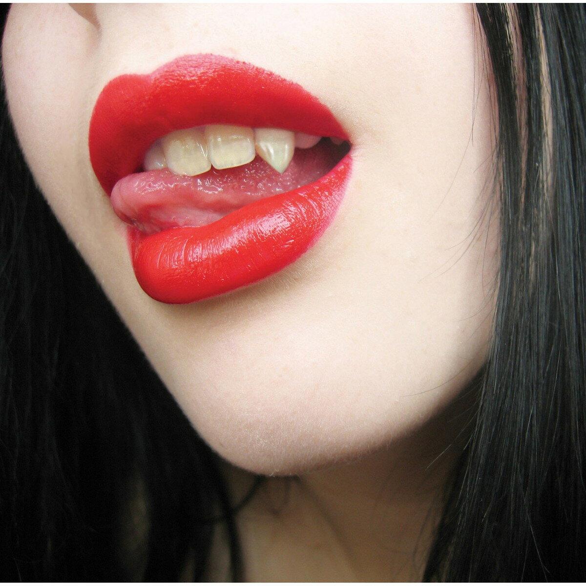 吸血鬼 ドラキュラ ハロウィン コスプレ 仮装 グッズ 牙 歯 付け歯 キバ 女性用 ハートの箱入り ラブ・バイト あす楽