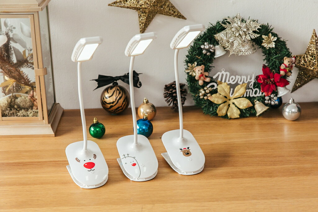 新品販売!送料無料!User Wats DL-022クリスマス仕様・クリップライト LEDライト全角度調整できる! タッチセンサー式 赤い鼻、可愛い子鹿、のぞき見の3種類の仕様(日本語取扱説明書付き)