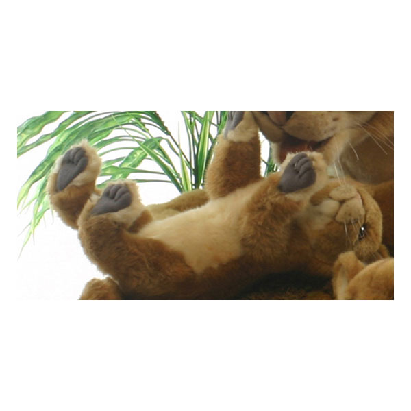 HANSA 子ライオン26 L26(cm) 4994 ぬいぐるみ ハンサ クリスマス 誕生日 プレゼント 動物 犬 猫 鳥 うさぎ ペンギン アニマル 置物 人形 フィギュア KOESEN ケーセン カロラータ 大きい マスコット 実物大 大型