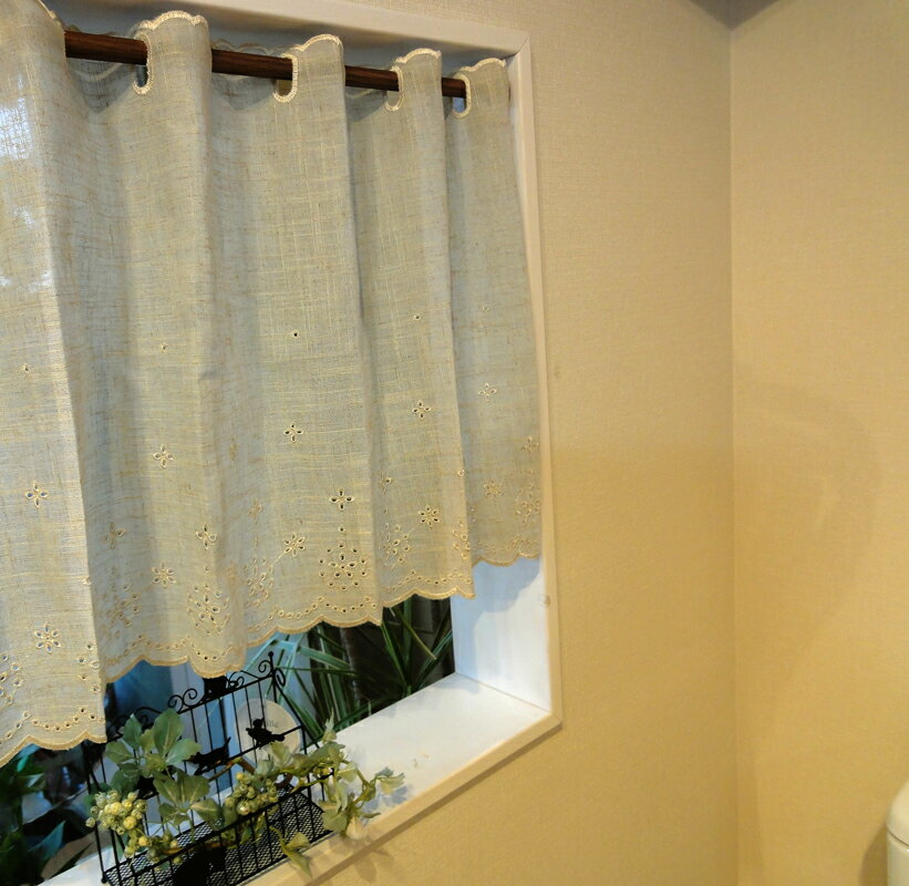 あす楽★2枚以上ご購入で送料無料★リネンベージュ『カフェカーテン』【縦45cm】★麻に愛らしい刺繍小窓用【HLS_DU】