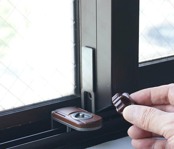 窓用ホルダーロック ブラウン 補助錠 サッシ用 ノムラテック 窓の鍵 防犯グッズ