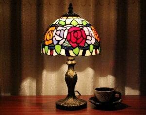 薔薇 ステンドグラスランプ テーブルランプ ティファニーライト 卓上照明 間接照明 デスクライト 1灯 ライト ランプ 個性的 人気 フラワー 花 プレゼント 贈り物 ギフト