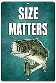 【中古】【輸入品・未使用】Rogue River Tactical Funny Size Matters釣りメタルTin Sign壁装飾Bass Fish Man Caveバー