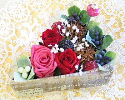 【花ケーキ】 幸せ感いっぱい!『ベリー ベリー』咲き続ける薔薇と野苺のパティシエ風お花ケーキ
