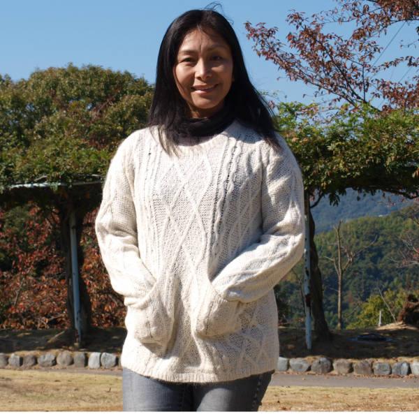 (送料無料)手紡ぎアルパカ100%の高級セーター/極上の肌触りと暖かさ/素敵なデザイン