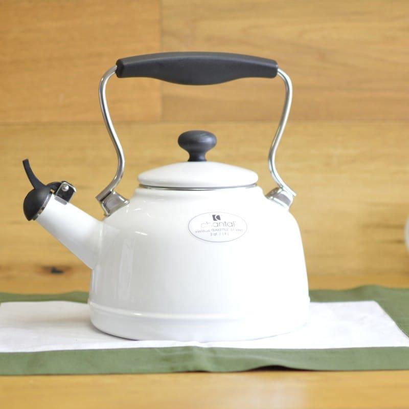 シャンタール IH対応 ビンテージケトル 白 ホワイト ホーローChantal Enamel-On-Steel Vintage Teakettle 37-VINT WT