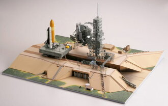 GiMIX Spacecraft Series Gi -Limited- SC05 1/700 Shuttle Launching Base LC39