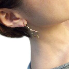 K18ピアリング揺れるダイヤマーク正規品