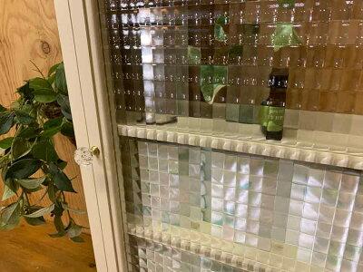 トイレットペーパーキャビネットチェッカーガラスアンティークホワイトw38d14h55cmパンプキンノブ木製ひのきハンドメイドオーダーメイド