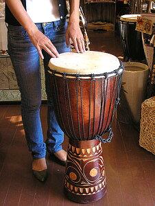 アジアの楽器ジャンベ[太鼓]H.70cm手彫り模様ブラウン アジアン 雑貨 バリ 雑貨 タイ 雑貨 アジアン インテリア 送料無料