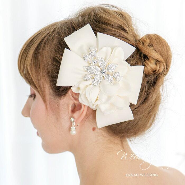 ヘッドドレス 花嫁 二次会ヘッドアクセ ウェディング 結婚式にぴったり髪飾りコサージュ シンプル カチューシャタイプ ホワイト ヘッドアクセサリー ウエディング ヘッドアクセ リボン 花コサージュ