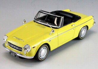 MARK43 1 / 43 Datsun fairlady 2000 (SR311) yellow