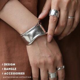 存在感がありながら、手首に馴染むような優美なラインが目を惹く。バングル・10月20日0時〜再再販。(30)メール便可