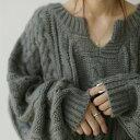 ニット ふわっと、柔らかに着心地よく。女っぽキーネックデザイン。 送料無料・10月20日0時〜再販。メール便不可