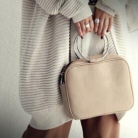 バッグ 華奢なリングハンドルが、洗練された大人女性を演出。・9月10日0時〜発売。メール便不可