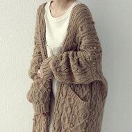 ニットカーデざっくりケーブル編み×ぽこぽこと表情のある編地が目を惹く。・メール便不可