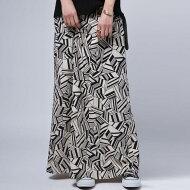 レディライクな品とモードな格好よさを併せ持つ。幾何学柄スカート・(100)◎メール便可!