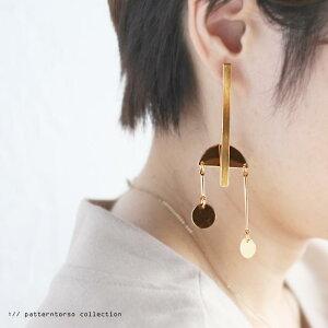 キラキラ動く度に輝くゴールドモチーフ。デザインピアス・再再販。「G」(30)◎メール便可!