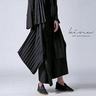 自分らしく、モードな存在感を高める。変形プリーツスカート・##