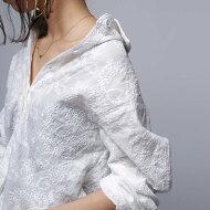 品の良さと洗練さ、繊細な刺繍で魅せる一枚。ペイズリー刺繍シャツ・(100)◎メール便可!
