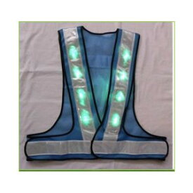 緑色LEDベスト(安全チョッキ) ライトブルーメッシュ/白銀色テープ LED-LBW-G 寒冷地対応反射テープ使用
