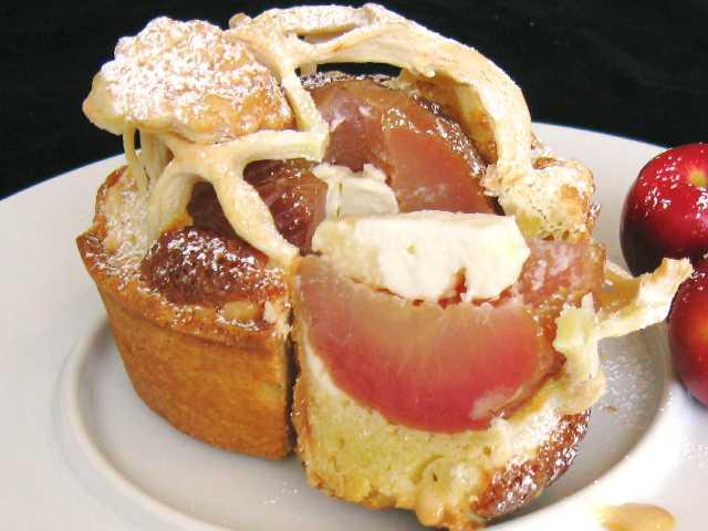 シェモア【まるごとりんごチーズ風味パイ】1個入※冷蔵品