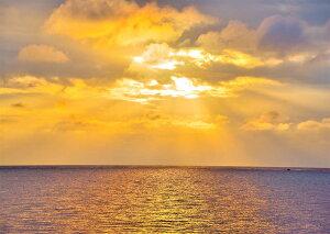 ハートアイランド 海 朝日 絶景 インテリア アートパネル アートボード アートフレーム 沖縄 黒島の灯台からの黄金に輝く日の出 風景写真パネル 風水 プレゼント お祝い ギフト 贈答品 kur-02