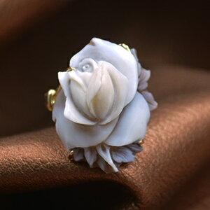 美しい立体お花カメオリング 18金高品質枠付き Lジャンニーニ作 立体で繊細なカメオ彫刻 品質保証書/カメオ作家保証書付き カメオデザイン手提袋付き 送料無料