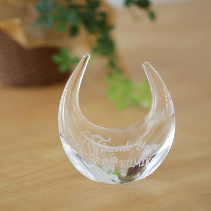 【名入れ無料】結婚祝い、結納・婚約・プロポーズ返し、内祝いにガラスの指輪置き。リングピローにお名前や日付を刻印します。【リングスタンド(クリア) サンクス柄】【楽ギフ_名入れ】