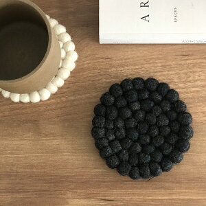 ネコポス送料無料 コースター 羊毛 フェルトボール 10cm グレー ホワイト ブルー 【art of black】