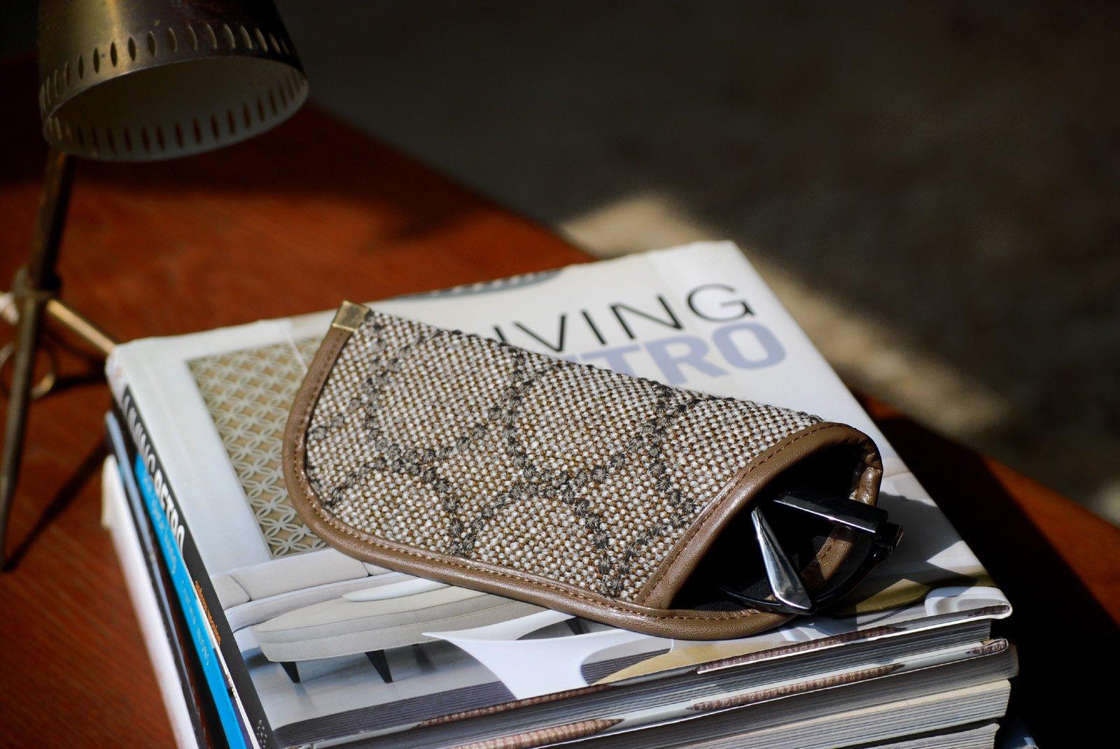 デンマーク、クヴァドラ社「mina perhonenミナペルホネン」の皆川明氏がデザインした生地を使用したメガネケース 278ベージュ スリム 北欧 かわいい おしゃれ 北欧 タンバリン プレゼント