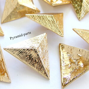 【10個】ピラミッド型 ヘアゴムパーツ カン付き ゴールド 28*32 三角錐/三角すい/トライアングル/幾何学/お洒落/ヘアアクセサリー/メタル/金属/チャーム 資材/アクセサリーパーツ/手作り/材料/