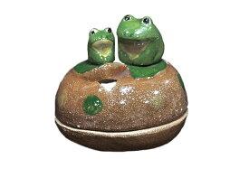 陶器 お香入れ -親子かえる-  [ 1411-1733 ]  和雑貨 芳香 蓋つき 母の日 敬老の日 誕生日 ギフト プレゼント 贈り物 立体 日本製 蛙 カエル おやこ 小物入れ 置物 お土産 龍虎 可愛い かわいい