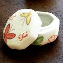 蝶が手描きで描かれた陶器のフタ付き小物入れ[vn50336]【小物収納 収納ケース ミニケース アジアン小物入れ ふた付き…