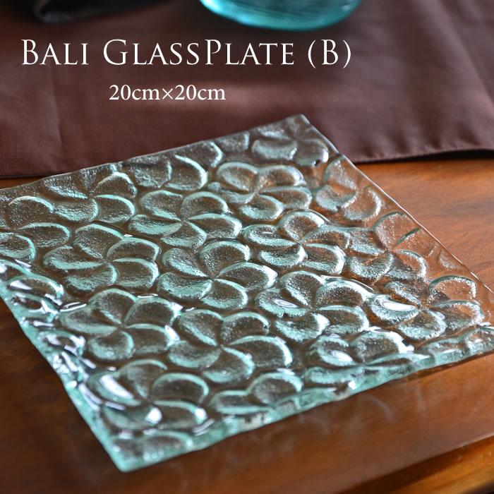 <ガラスの器>バリ ガラスプレート 20cm×20cm 正方形 プルメリア柄 バリガラスブルー <B> GCT-0213-B 【アジアン雑貨 バリ雑貨 ガラス おしゃれ 花瓶 ガラス製 ガラス置物 オブジェ ガラストレイ ガラス食器 プレート 】