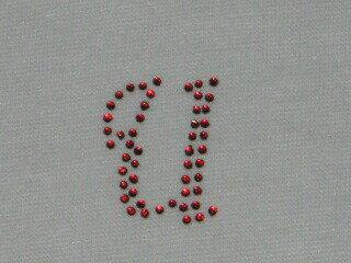 アイロン デコシート アルファベット赤U  アップリケ アイロン ラインストーン 【激安】 簡単 デコ アレンジ メール便 オリジナル プチデコ アルファベット イニシャル 接着 手芸 手芸用品 手作り リメイク
