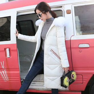 The size outer winter clothes winter clothing which lady's down coat long length down jacket inner down water repellency fur has a big