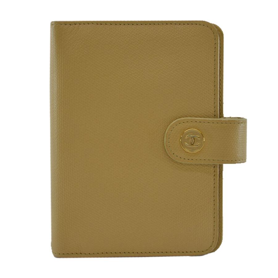 シャネル CHANEL 手帳カバー ◆ベージュxゴールドカラー カーフレザーx金属素材◆定番人気【中古】ココボタン ◆レディース - k7321