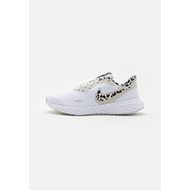 ナイキ レディース ランニング スポーツ REVOLUTION 5 PRM - Neutral running shoes - white/black/light bone/light brown