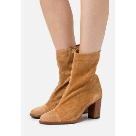 クローズド レディース ブーツ&レインブーツ シューズ ROSEMARY - Classic ankle boots - light brown cvsb00b8