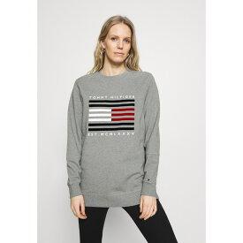 トミー ヒルフィガー レディース パーカー・スウェットシャツ アウター REGULAR FLAG - Sweatshirt - light grey heather ofem024f