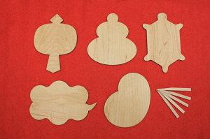 メープルの木の菓子敷5枚と、楊枝が5本セットになっています。