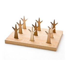 ナラの木の台と、木のフォーク9本がセットになっています。