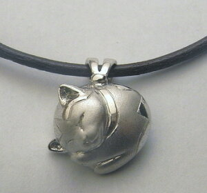 【猫遺骨ペンダント】【ペットロス、手元供養】皮ひも付きプラチナ900