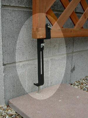 コンクリートフェンス下部用金具ラティス設置に、頼れるサポートツール商品型番:lv-cf40